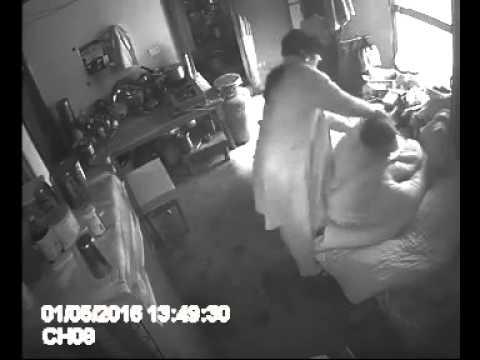 Шокиращ запис от скрита камера разкри