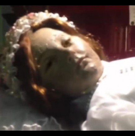 Мъртво момиче отвори очи в църква