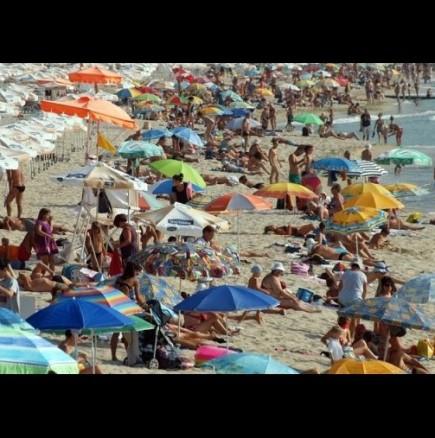 Коне на плажа