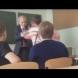 Ученик скочи с юмруци на възрастния си преподавател