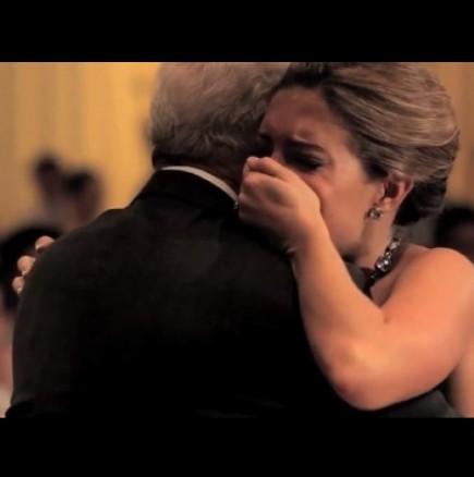 Този сватбен танц е невероятно трогателен