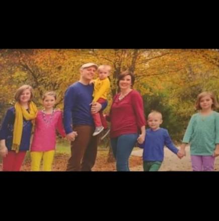 На пръв поглед, само обикновена семейна фотография