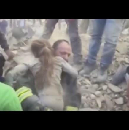 Спасиха дете след 17 часа под руините