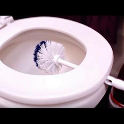 Почистване на тоалетната чивия
