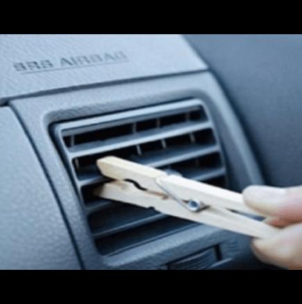Поставете дървена щипка на решетката на климатика