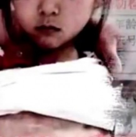 40-годишен мъж заведе на преглед в болницата 12-годишната си бременна \